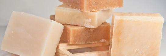 Käsintehdyt kiinteät saippuat