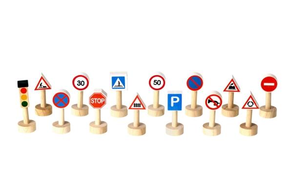 Trafikskyltar i Trä, 14 st