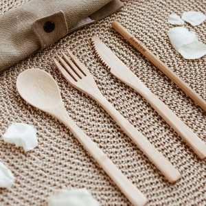 bestick-set-i-ekologisk-bambu-bambaw-cutlery-set-5-delar-1-300x300.jpeg