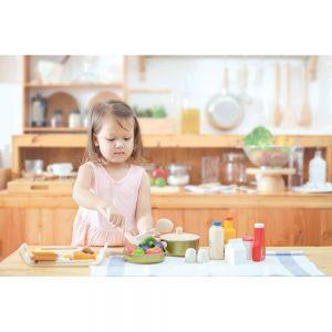 kastrullset-i-tra-och-metall-plantoys-cooking-utensils-1-300x300.jpeg